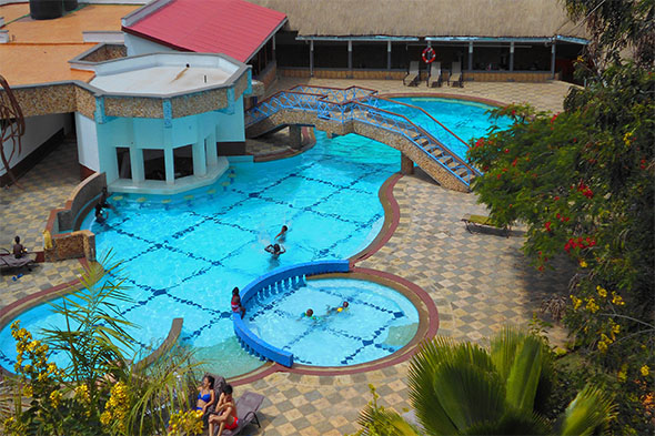 Le savanna country lodge hotel for Hotels in kisumu with swimming pools